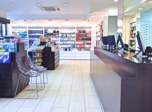 Cannes Pharmacy Alexandre III ©